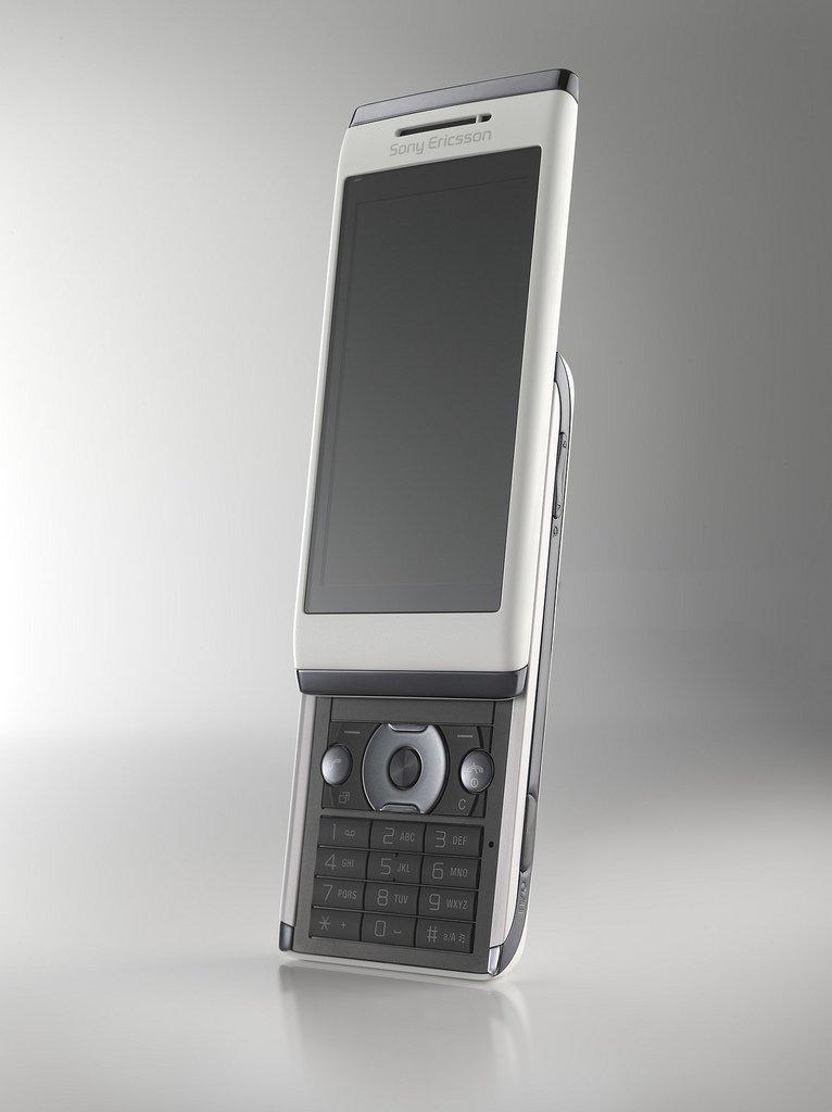 Il cellulare Sony Ericsson Aino conterrà il Remote Play