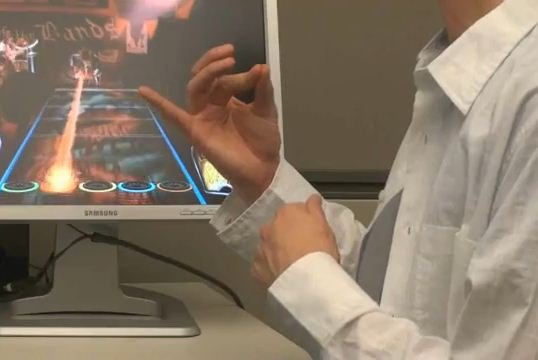 Microsoft brevetta un remote control su base muscolare