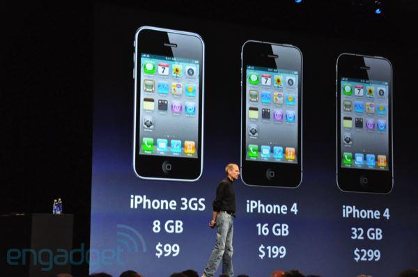 Steve Jobs svela al mondo iPhone 4