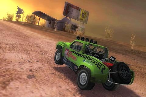 Al tramonto nel deserto