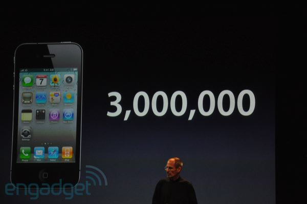 Apple: 3 milioni di iPhone 4, gusci gratuiti e lancio il 30 luglio