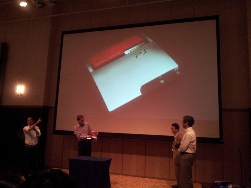Una PlayStation 3 commemorativa per Kaz Hirai