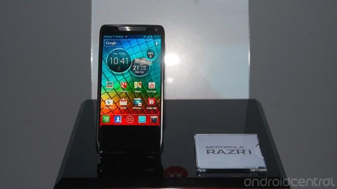 Motorola annuncia il RAZR i