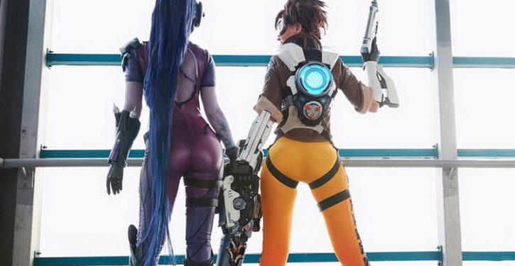 Sono sempre più incisivi i cosplay di Overwatch, scopriamo una Widowmaker da urlo