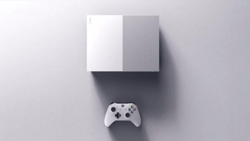 Il supporto alla tastiera e il mouse per Xbox One arriverà tra qualche mese