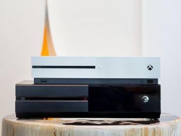Confrontiamo la grandezza di Xbox One S rispetto al vecchio modello
