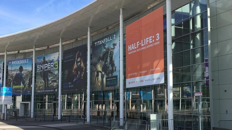 Un poster di Half-Life 3 troneggia alla GamesCom 2016, ma ovviamente è uno scherzo