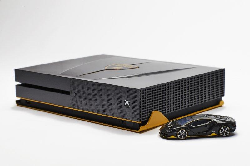 C'è anche un'edizione Lamborghini Centenario per Xbox One S legata a Forza Horizon 3