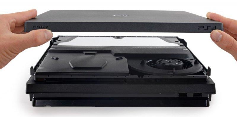 La ventola di raffreddamento di PlayStation 4 Pro è accessibile senza invalidare la garanzia