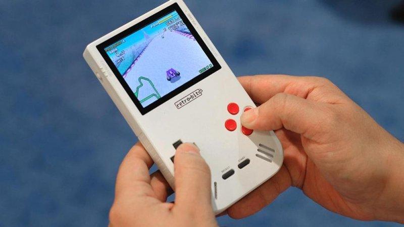 Super Retro Boy riporta in vita il vecchio Game Boy e successori in un'unica soluzione