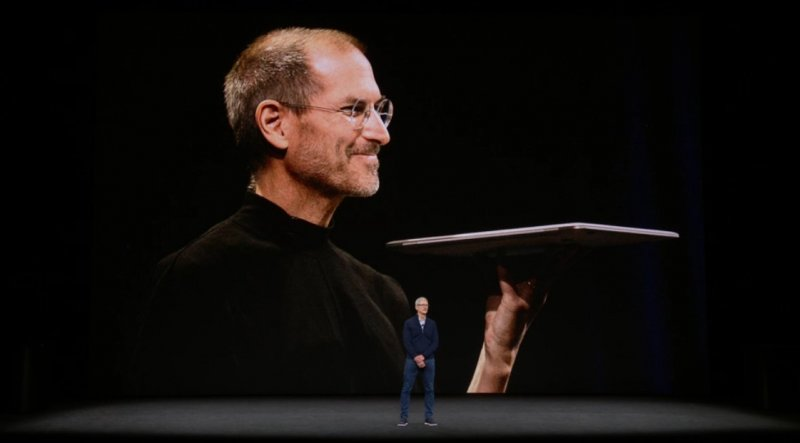 Un sentito ricordo di Steve Jobs all'inizio dell'evento Apple in cui sarà presentato l'iPhone 8