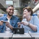 Gianluigi Donnarumma e Mara Maionchi nel nuovo spot televisivo di Mario Kart 8 Deluxe