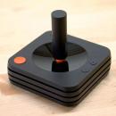 Spuntano le prime immagini del controller di Ataribox: una versione moderna del joystick classico