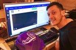 Fortnite: Mesut Özil dell'Arsenal ci gioca talmente tanto da essersi infortunato - Notizia