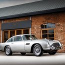 James Bond 007, la storica Aston Martin venduta per 6,4 milioni di dollari