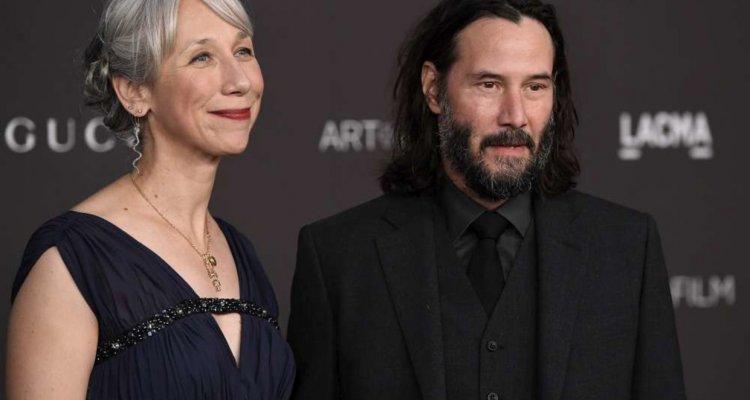 Cyberpunk 2077, i fan di Keanu Reeves scambiano la sua fidanzata per Helen Mirren