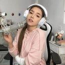 Twitch, Pokimane diventa Ariana Grande versione gamer girl in un cosplay che fa impazzire la rete