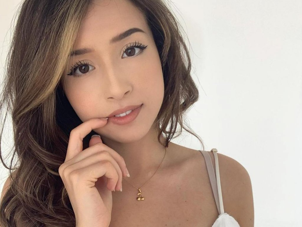 Twitch, Pokimane responds to transphobia allegations for some messages on Discord