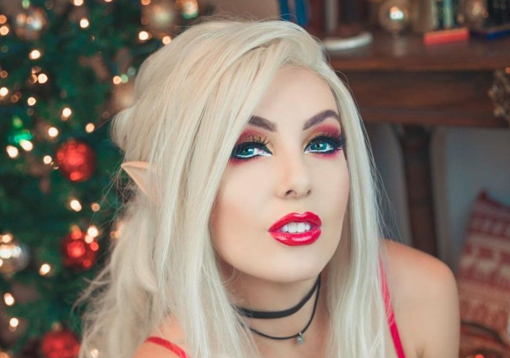 Jessica Nigri, sexy elf cosplay for Merry Christmas