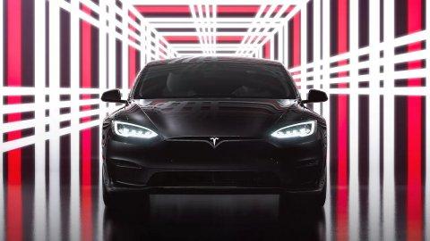 Tesla Model S Plaid runs Cyberpunk 2077 at the PS5 level, says Elon Musk