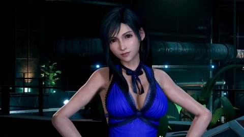 Final Fantasy 7 Remake: Helly Valentine's Tifa cosplay wears the blue dress